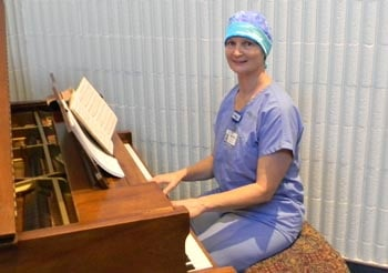 Teresa_Ransom_playing_piano2web