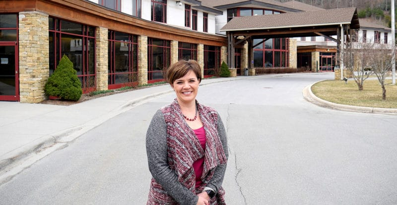 Stephanie Greer in front of hospital_1200